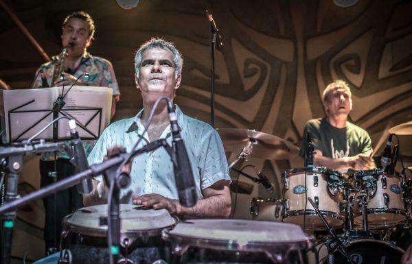 Andre Jung se apresenta com a banda Sossega Leão